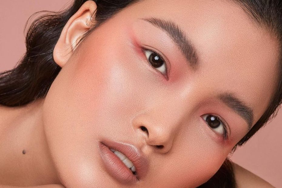 Here are glowy foundation picks for different budgets.