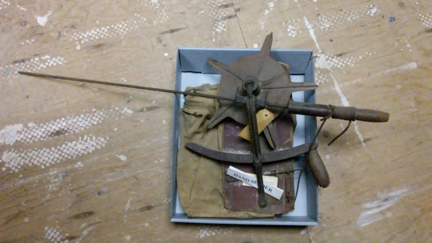 hand centrifugal seeder