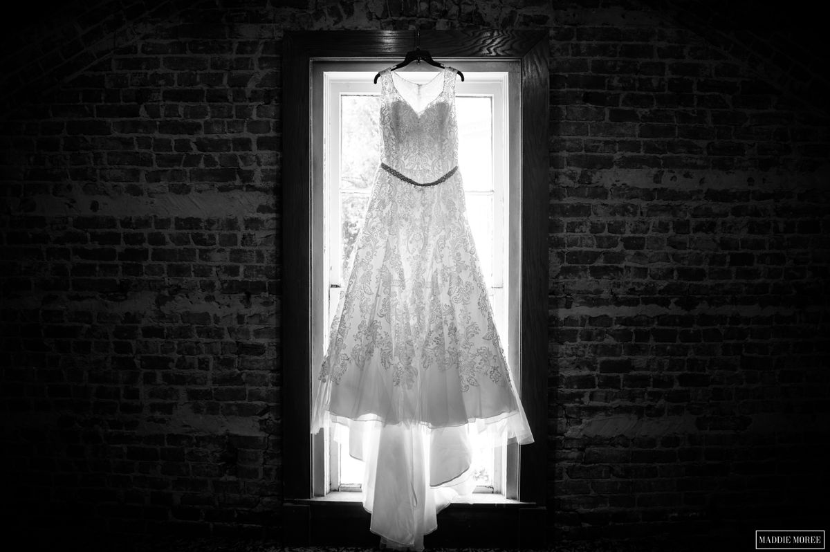 The wedding dress barefoot bride