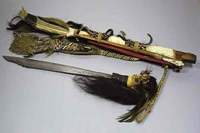 Senjata Tradisional Mandau