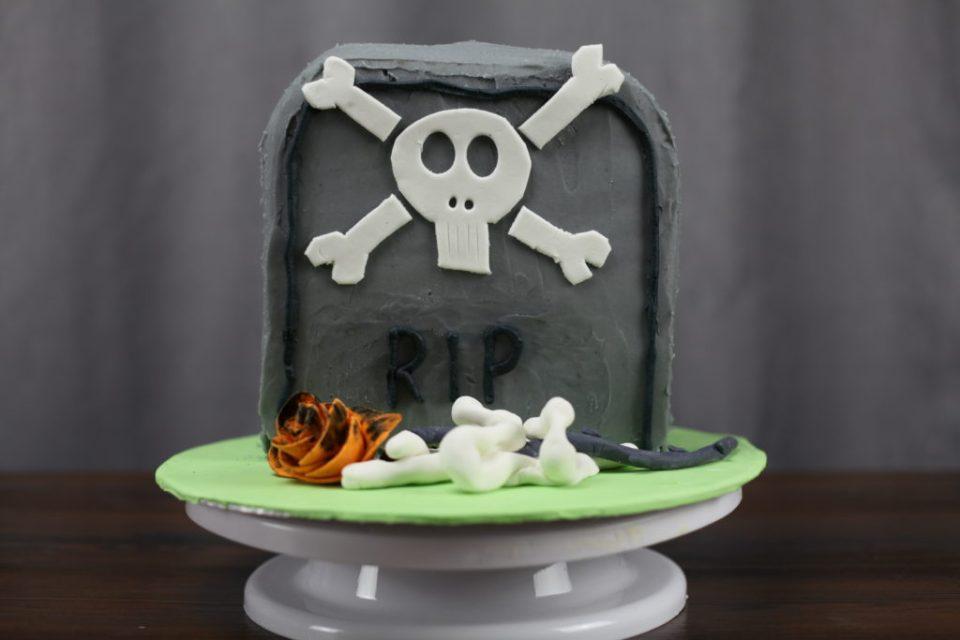 skummel halloween gravstøtte kake