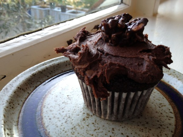 Dark chocolate cream cheese icing slathered on dark chocolate cake = Lust in a Cup!!