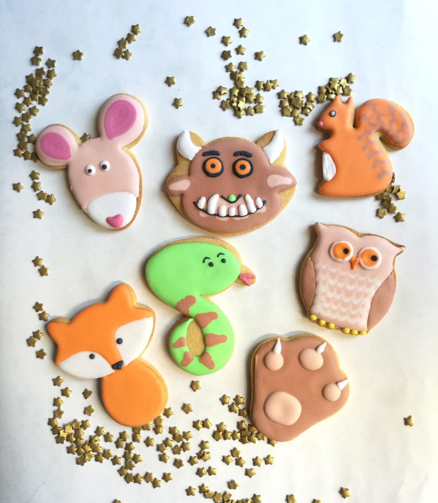 craft class for toddlers decorating Gruffalo themed biscuits.