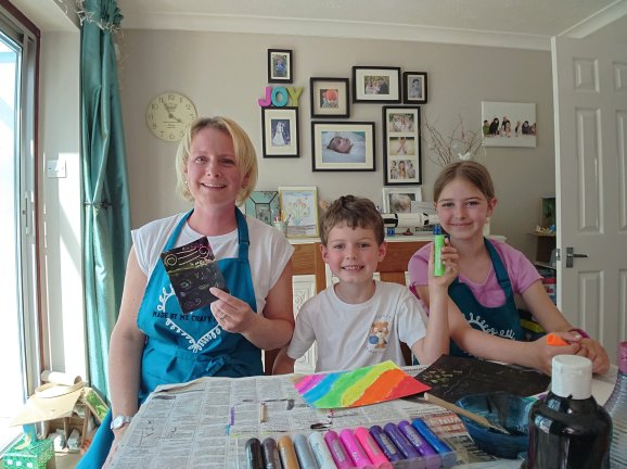 Lexy, with her children running online craft classes for children