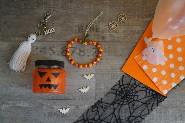 Halloween craft kit showing a pumpkin lantern, pumpkin decoration and ghost key ring