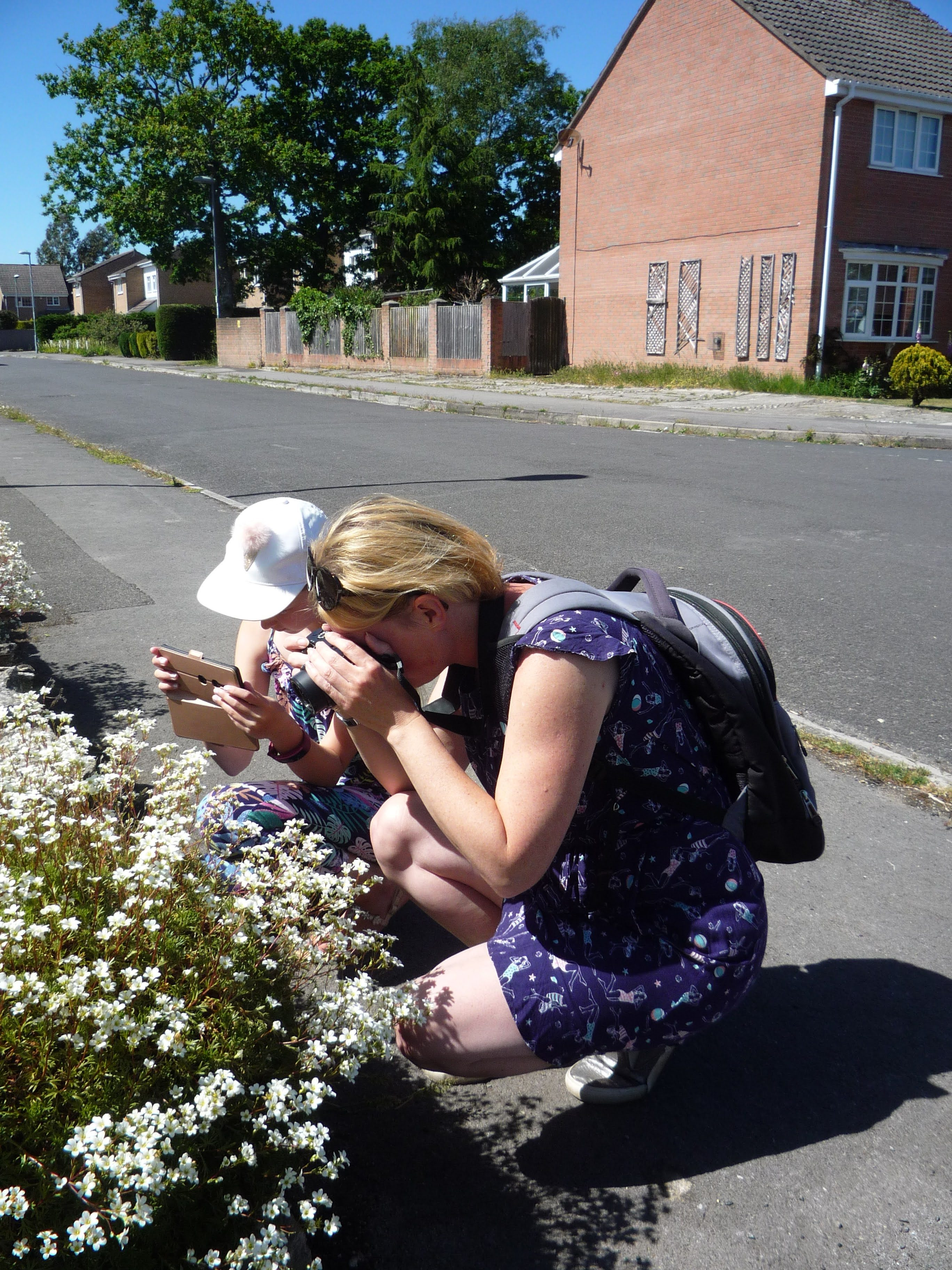 easy summer crafts for kids. A girl and Mum taking photos of white flowers