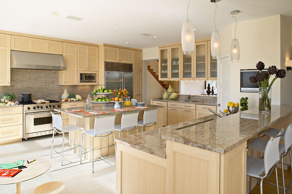 Amazing Maple Cabinet Colors Kitchen Beach Style with ... on What Color Backsplash With Maple Cabinets  id=56421