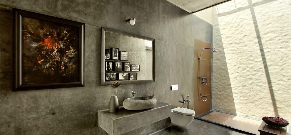 Blooming open shower design ideas Tropical Bathroom in Ahmedabad with Wall Mirror and traditional