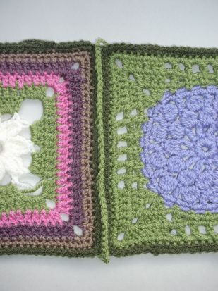 Single crochet join - both greens.