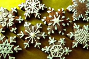 pierniczki czekoladowo - pomarańczowe, śnieżynki, efekt śniegu