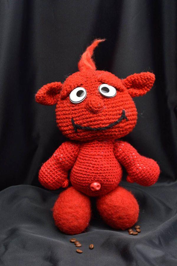 Красная мягкая игрушка ручной работы вязаная крючком ...
