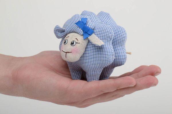Тканевая игрушка овечка в клеточку из льна ручной работы ...