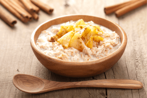 Slow cooker apple cinnamon oatmeal is a wonderful & easy breakfast option for the whole family! Get more easy recipes and helpful health & parenting tips from Made in a Pinch!