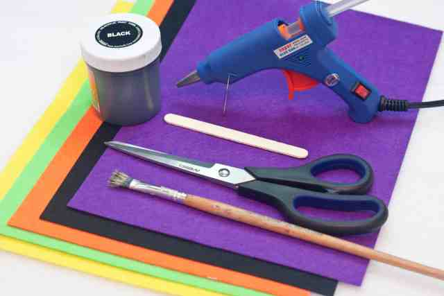 Witch Halloween bookmarks craft for kids tutorial, supplies needed