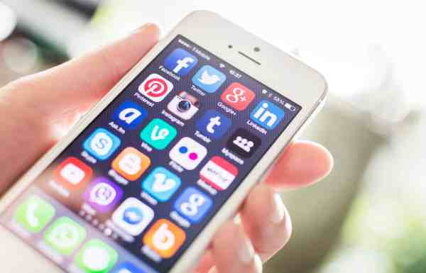 Use your smartphone to earn money by referring your friends to your favorite brands and programs.