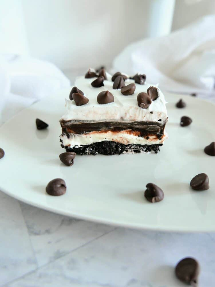 side view of cut slice of oreo lasagna