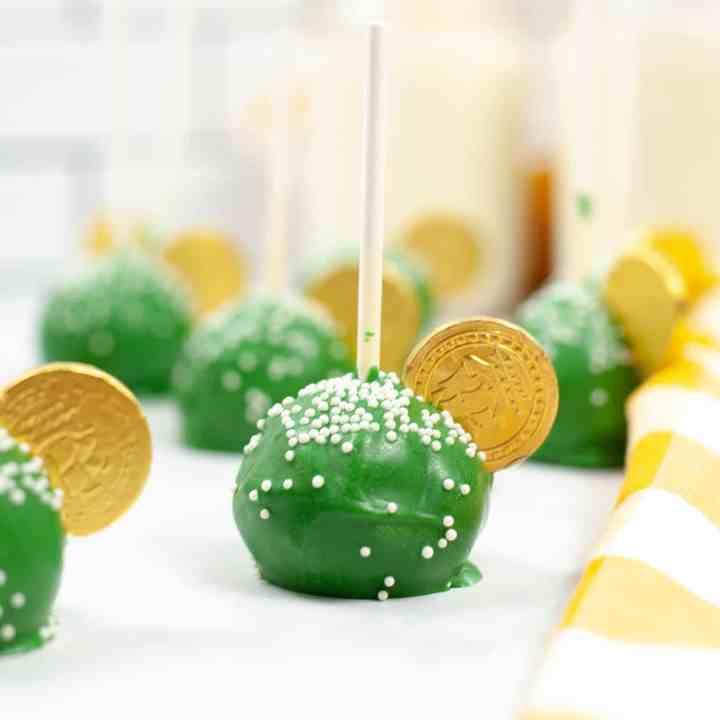 St. Patricks Day Homemade Copycat Starbucks Cake Pops