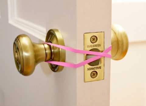 moving hacks: use a rubber band to keep doors from latching