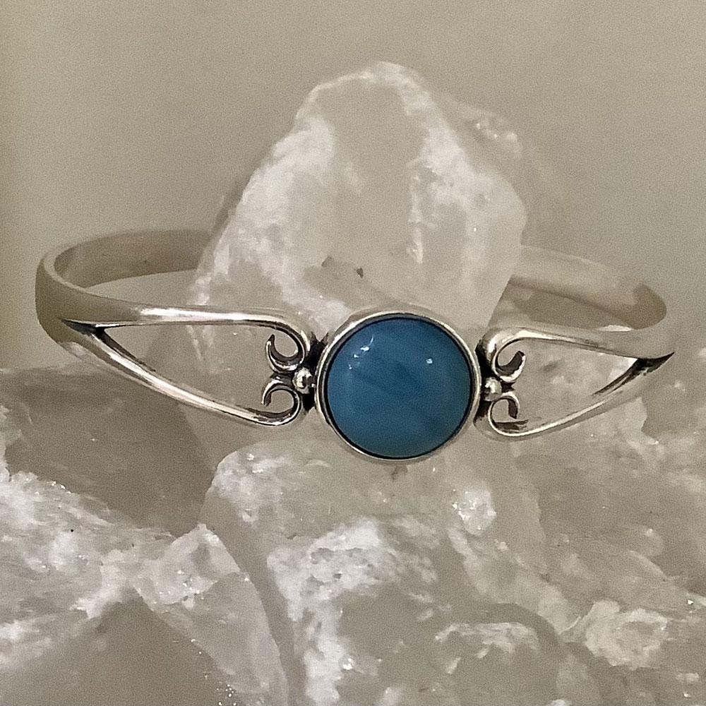 Round leland blue cuff bracelet
