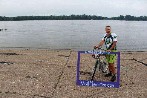 Muscatine Iowa RAGBRAI 2016 First Rider to DipMuscatine Iowa RAGBRAI 2016 First Rider to DipMuscatine Iowa RAGBRAI 2016 First Rider to Dip