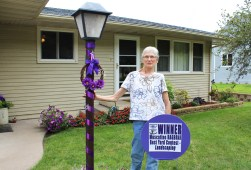 Muscatine Iowa RAGBRAI Best Yard Contest Nancy Panther