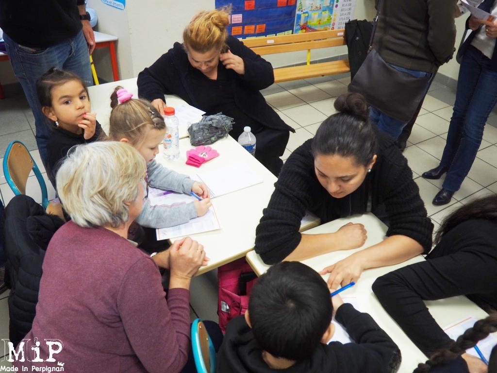 Novembre 2016 - Parents et enfants s'engagent dans le contrat CLÉ avec la ville de Perpignan à l'école de la Miranda dans le quartier Saint-Jacques.