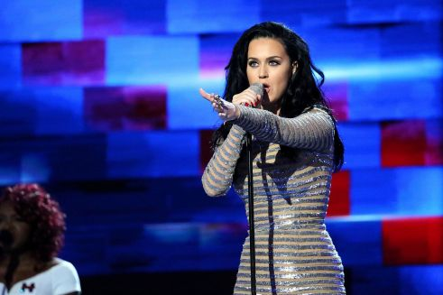 Katy PerryDNC - 072016 - Crédit Ali Shaker - VOA