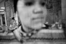 """Padilla_008 Pow-wow pour célébrer l'anniversaire de l'incident de Wounded Knee : en 1973, des militants ont occupé la ville pour manifester contre le gouvernement fédéral et son non-respect des traités conclus avec les Amérindiens. © Darcy Padilla / Agence VU' Lauréate du Prix Canon de la Femme Photojournaliste 2016 soutenu par le magazine ELLE Pow-wow dancers at the celebration for the Anniversary of the Wounded Knee Occupation in 1973, a protest against the federal government's failure to honor its treaties with Natives Americans. © Darcy Padilla / Agence VU' Winner of the Canon Female Photojournalist Award 2016 supported by ELLE Magazine Photo libre de droit uniquement dans le cadre de la promotion de la 29e édition du Festival International du Photojournalisme """"Visa pour l'Image - Perpignan"""" 2017 au format 1/4 de page maximum. Résolution maximale pour publication multimédia : 72 dpi Mention du copyright obligatoire. The photos provided here are copyright but may be used royalty-free for press presentation and promotion of the 29th International Festival of Photojournalism Visa pour l'Image - Perpignan 2017. Maximum size printed: quarter pageMaximum resolution for online publication: 72 dpi Copyright and photo credits (listed with captions) must be printed."""