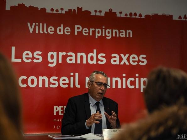 Jean Marc Pujol presente le DOB Conseil Municipal -2050055