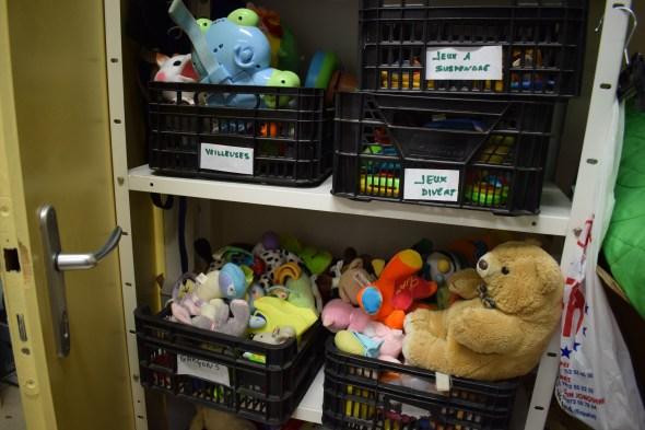 Peluches et jouets destinés aux enfants de 0 à 18 mois, des relais bébés du coeur.