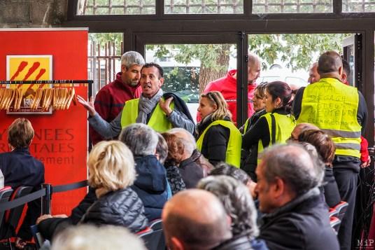 Castelnou - Des gilets jaunes interrompent l'assemblée départementale