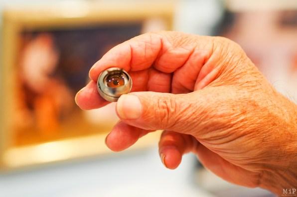 Jacques Ros nous explique le mécanisme des yeux des poupées