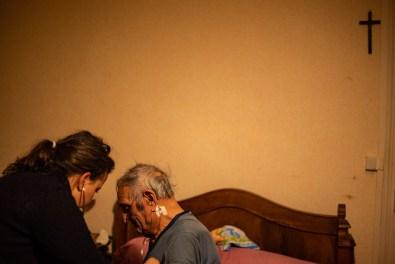 Comme ici, lorsque Leïla rend une deuxième visite à un patient de 91 ans, après l'avoir vu dans un état alarmant.