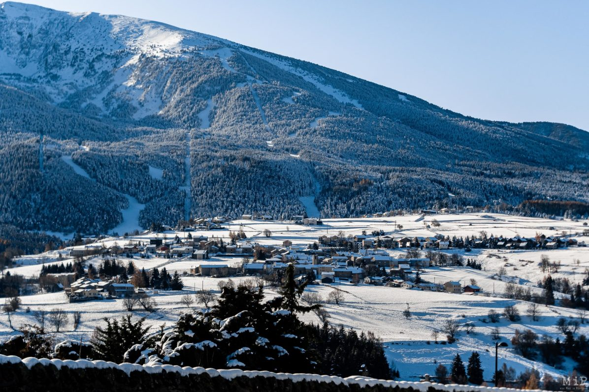 Les Angles Conflent neige montage lac images illustration