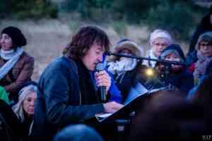 Nuit de la lecture lever de soleil chanteur Cali mémorial de Rivesaltes