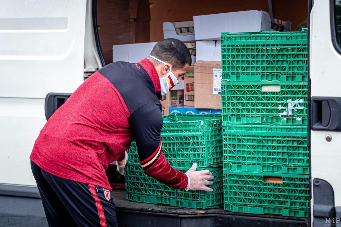 28/04/2020, Perpignan, France, Fouad Yaha Restos du coeur distribution colis alimentaire pauvreté précarité, solidarité Dragons Catalans Coronavirus © Arnaud Le Vu / MiP / APM