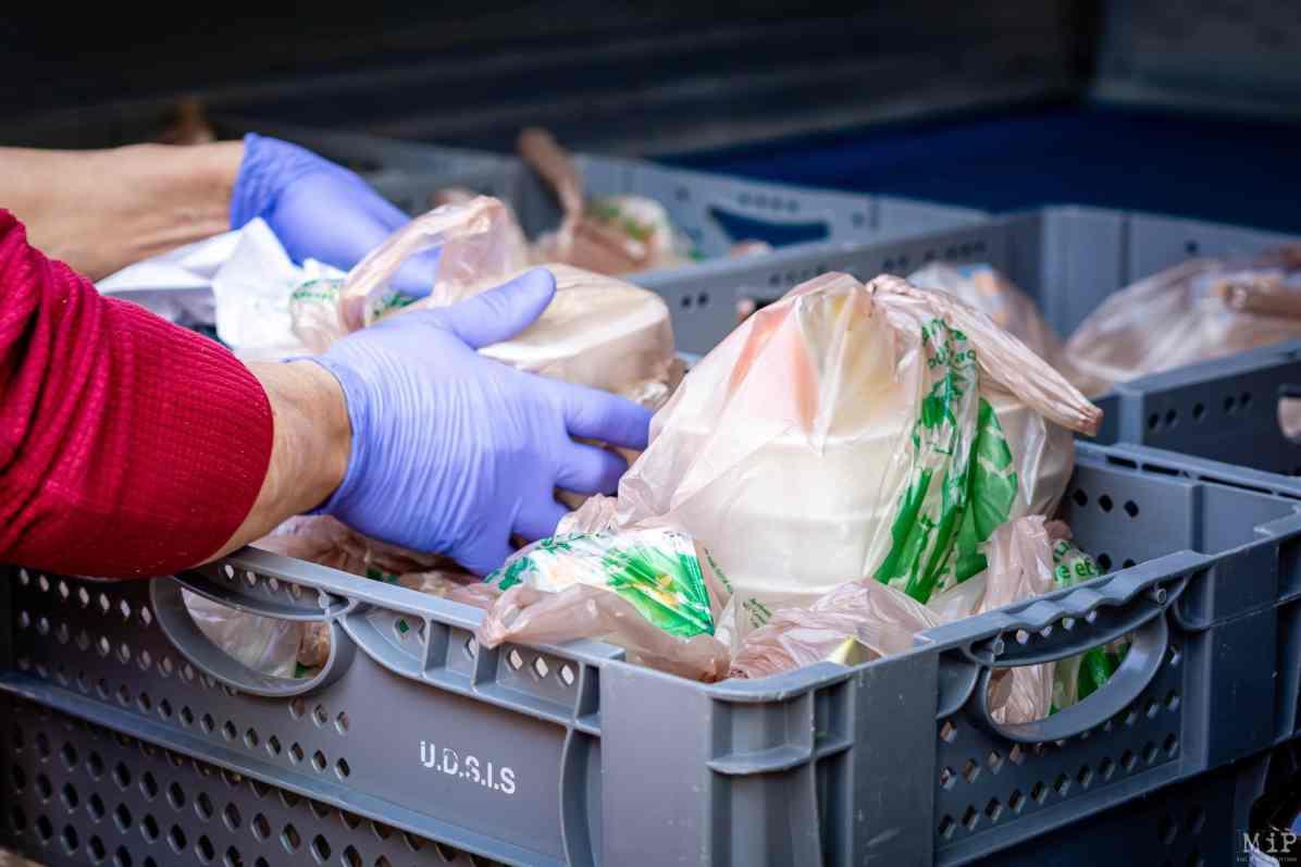 Centre Communal d'Action Sociale CCAS Perpignan distribution repas personnes en difficulté quartier Saint Mathieu © Arnaud Le Vu / MiP