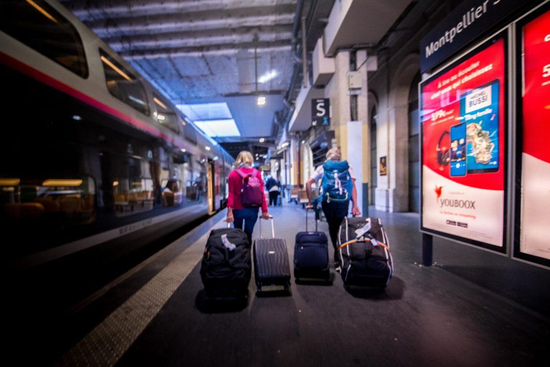 Repatriation - empty airport Rapatriement - aeroport vide