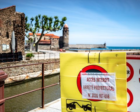 07/05/2020, Collioure, France, Illustration déconfinement interdiction plages, bord de mer, terrasses des cafés et restaurants © Arnaud Le Vu / MiP / APM
