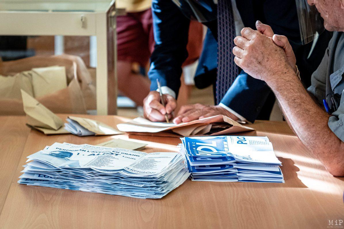 Depouillement du vote du second tour des Municipales à Perpignan qui voit la victoire de Louis Aliot, depute Rassemblement National, sur Jean-Marc Pujol, maire sortant Les Republicains.