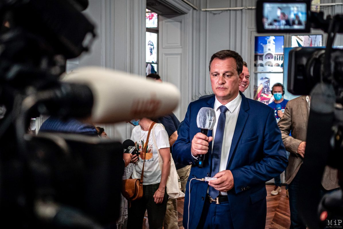 A son QG de campagne, Louis Aliot, depute Rassemblement National, savoure sa victoire sur Jean-Marc Pujol, maire sortant Les Republicains / At his campaign headquarters, Louis Aliot, Rassemblement National deputy, savours his victory over Jean-Marc Pujol, outgoing mayor of Les Republicains