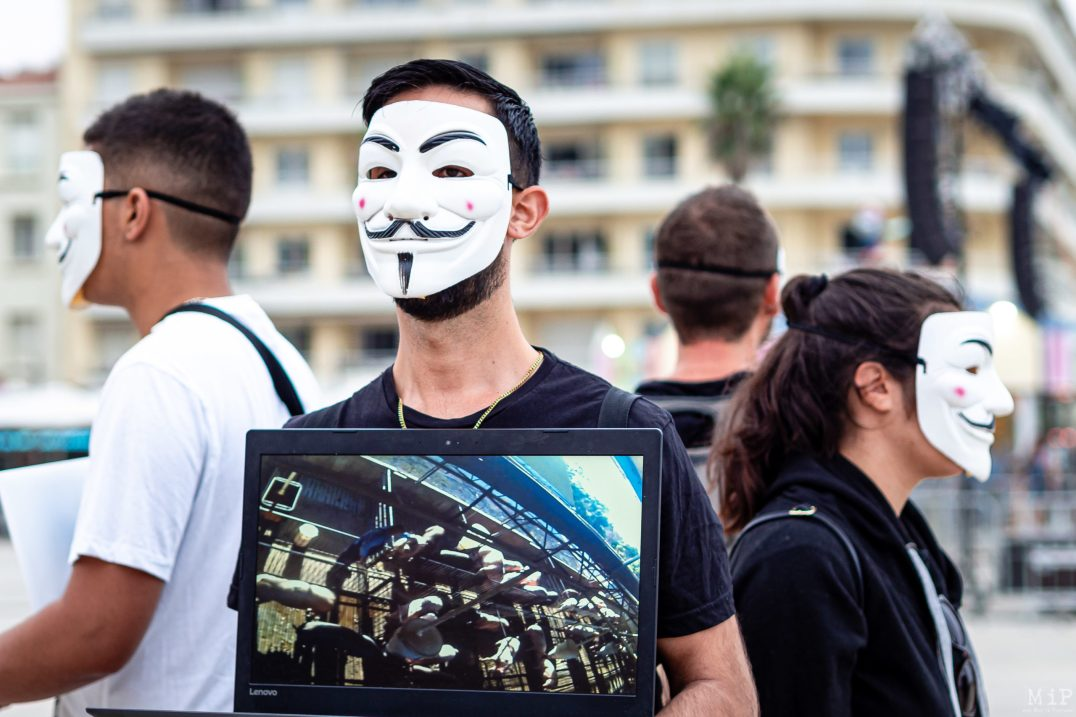 Masque V pour Vendetta - Cube of Truth Anonymous for the Voiceless Canet août 2019