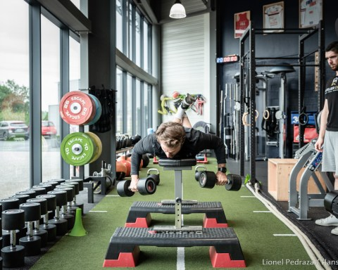 Perpignan, June 2020, sport. reopening of sports halls. USAP professional rugby player Tom Ecochard maintains his fitness in the gym. Photography by Lionel Pedraza / Hans Lucas Perpignan, juin 2020, sport. reouverture des salles de sport. Tom Ecochard rugbyman professionnel de l USAP maintiens sa forme physique en salle de sport. Photographie de Lionel Pedraza / Hans Lucas