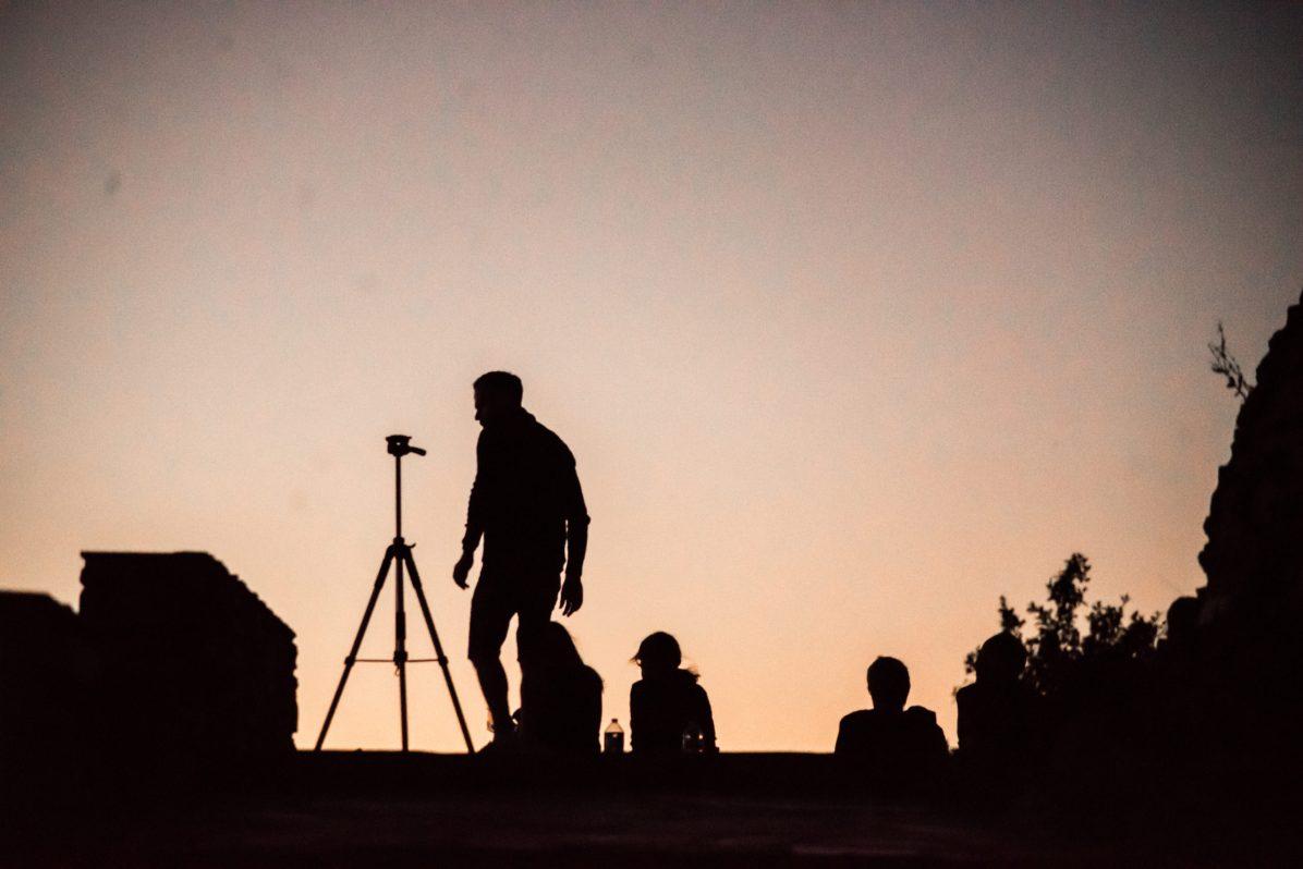 Photographes et curieux sont venu voir la comete neowise dans le ciel au dessus de Perpignan. Photographie de Stephane Ferrer Yulianti.