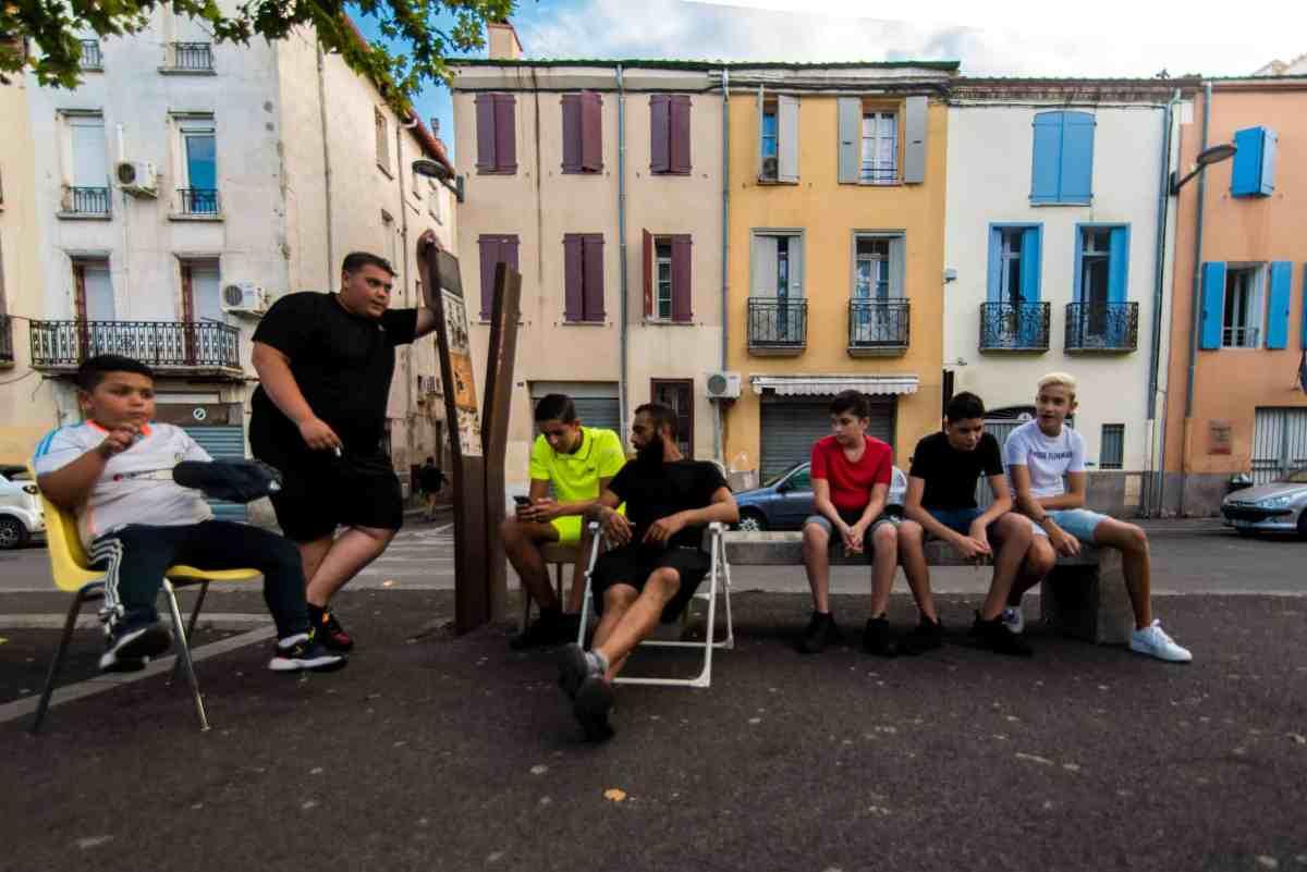 Jeunesse dans une rue du quartier Saint-Jacques Perpignan. © Stephane Ferrer Yulianti