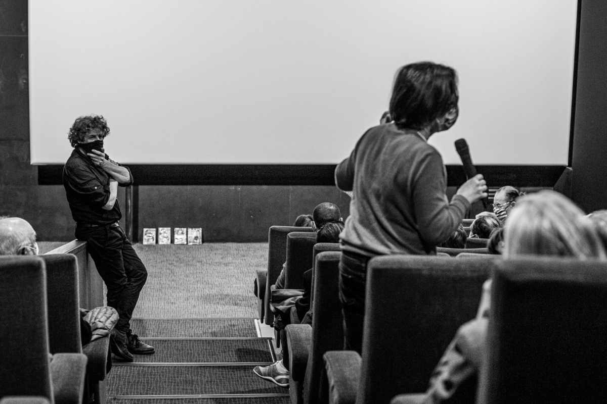 """Daniel Kupferstein au cinéma Castiller pour la projection de son film """"Dissimulation d'un massacre"""". Photo Idhir Baha"""