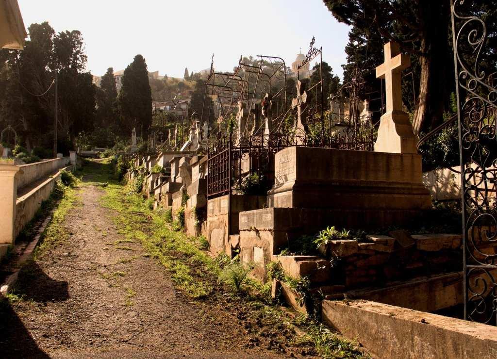Le cimetière St. Eugène à Alger, vue vers ND d'Afrique. 9 mars 2007 © Milliped