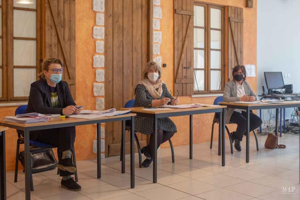 De gàd : Claire Maynau, directrice du pôle gestion fiscale; Sylvie Guillouet, directrice: Bernadette Toulouse, cheffe division pôle fiscale. Photo Idhir BAHA