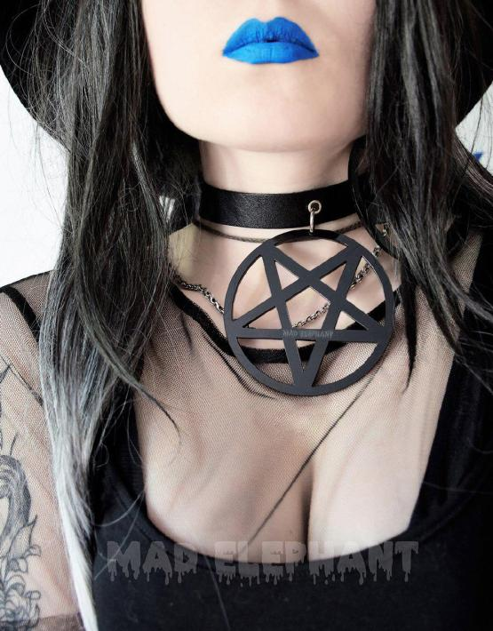tattooed girl with pentagram choker