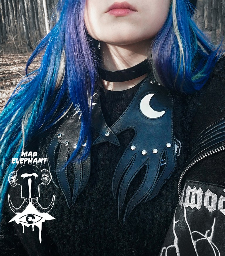 witch hands collar necklace